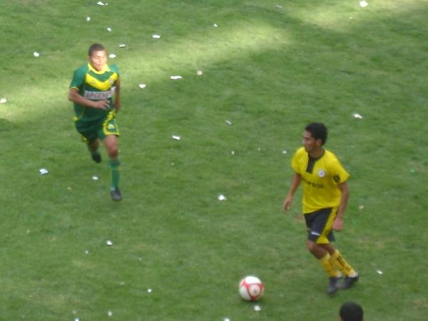 METE PRESIÓN. Los jugadores de Coopsol constantemente fueron presionados por los jugadores del Áncash. (Foto: Opinion Deportiva)
