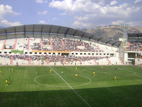 UN OPACO MARCO. Las tribunas del remodelado Rosas Pampa no lucieron un marco de público considerable. (Foto: Opinion Deportiva)