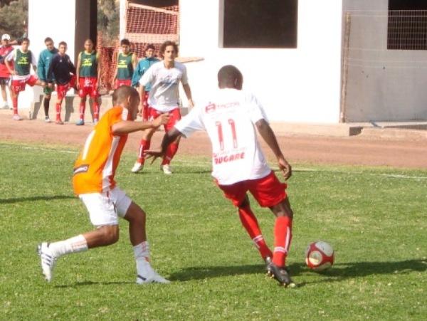 SABE MOVERLA. Quiñónez fue una pieza gravitante en la ofensiva del 'Bolo' debido a su movilidad en todo el frente de ataque. (Foto: Paul Arrese / DeChalaca.com)