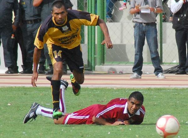 FECHA 17. El conjunto universitario sería el encargado de permitirle a Cobresol alcanzar el campeonato de Segunda División al caer por 1-0 en  Moquegua. (Foto: Radio Uno de Tacna)