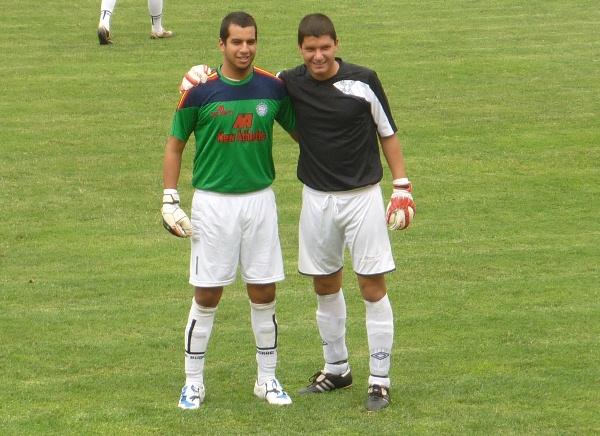JUNTOS COMO HERMANOS. Castells y Córdoba demostraron que en el fútbol puede existir una verdadera amistad. (Foto: Abelardo Delgado / DeChalaca.com')