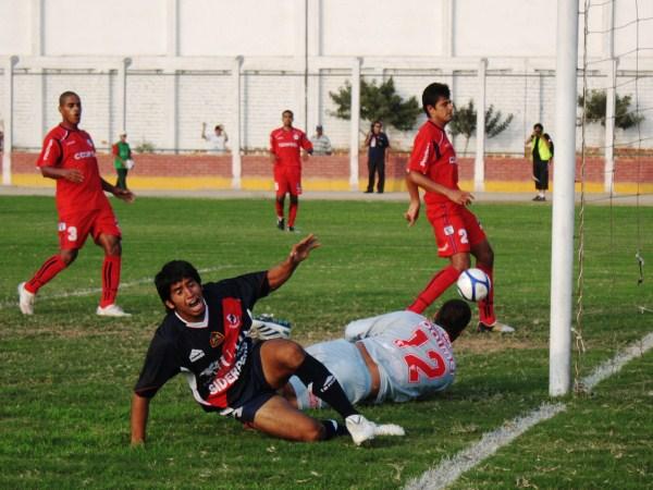 FECHA 01. Javier Carnero anotó de tijera el gol que le terminó dando la victoria a José Galvez. Tres puntos valiosos para el elenco chimbotano en su debut. (Foto: Diario de Chimbote)