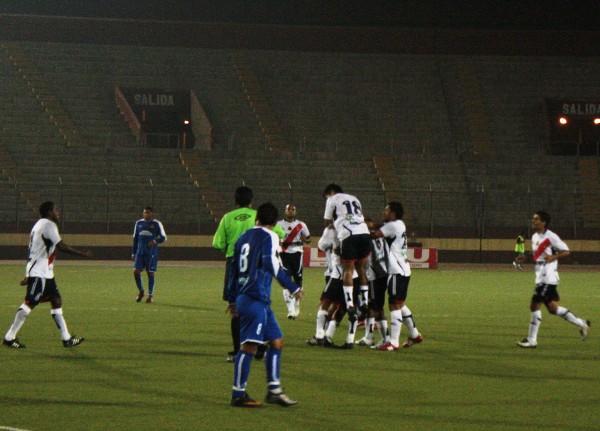 FECHA 04. Tras el pitazo final, los jugadores del Gálvez celebraron iracundos. Nadie faltó en los festejos por el 2-0 ante Unicachi. (Foto: diario de Chimbote)