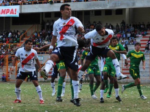 Tras jugar ante Áncash por la fecha 5, Gálvez tuvo que descansar una jornada debido a que Torino quedó inhabilitado por deudas con la SAFAP (Foto: Miguel Guimaray)