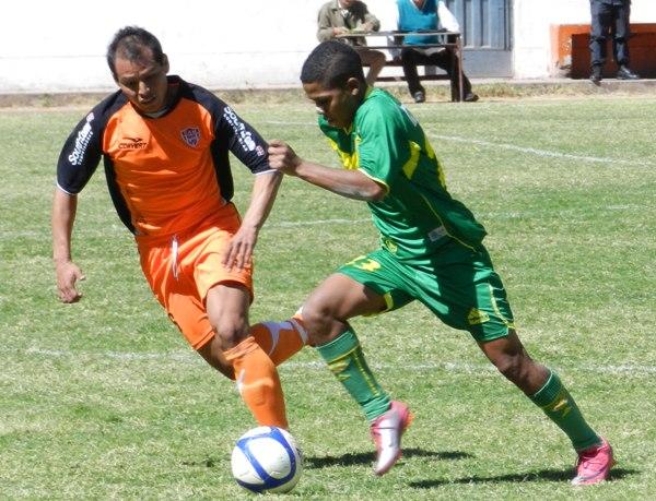 NO HUBO MAGIA. Josimar Gonzales no pudo desplegar todo su fútbol en Matucana. Apenas tuvo un rendimiento regular el hijo de 'Mágico'. (Foto: Abelardo Delgado / DeChalaca.com)