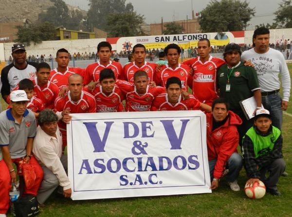 ¿V de victoria? Acosvinchos se presentaba ante Gálvez con la consigna de sumar su tercera victoria en el campeonato. (Foto: Abelardo Delgado / DeChalaca.com)