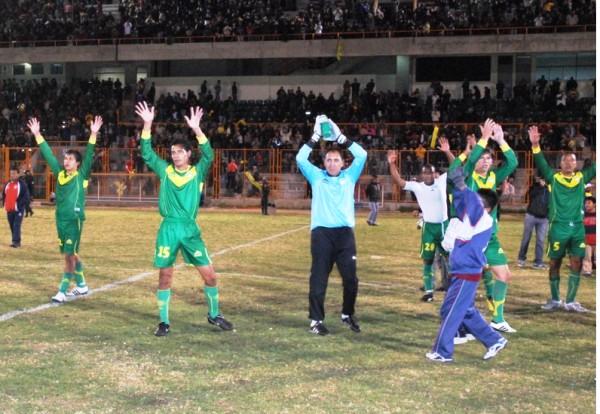 PALPAS AL POR MAYOR. Los jugadores de Sport Ancash fueon ovacionados tras el 5-0 ante San Marcos. (Foto: Miguel Guimaray)