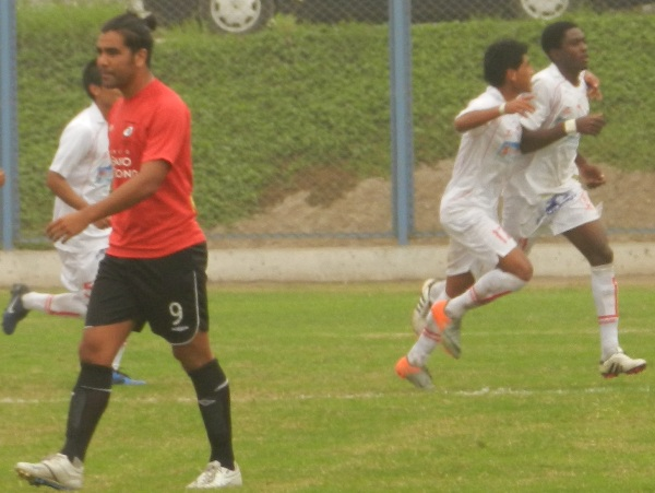 ¡POR FIN! Pese a que no venía jugando un buen partido, el brasileño Smith apareció en el momento indicado para poner el transitorio 1-1. (Foto: Abelardo Delgado / DeChalaca.com)