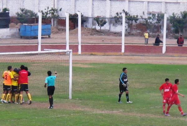 AGÓNICA ALEGRÍA. Paolo Maldonado puso el 1-0 en el minuto 90.  (Foto: Radio Líder de Chancay)