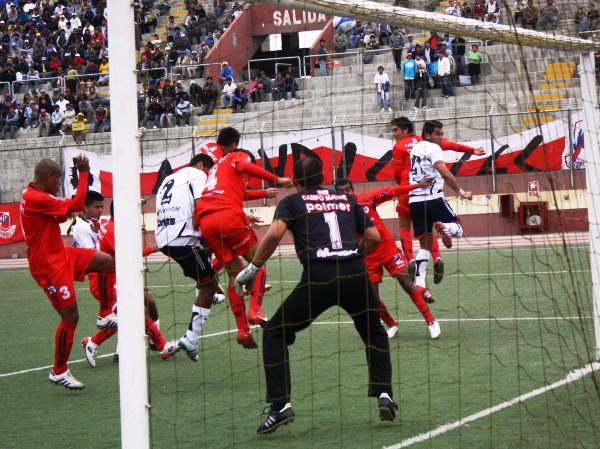 NO FUE UN MURO. A pesar de la regular actuación de Jaime Muro, no pudo evitar la goleada de su equipo a manos de Gálvez. (Foto: Diario de Chimbote)