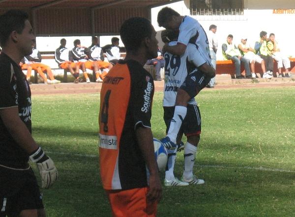 Y LLEGÓ EL GOL. Un remate de larga distancia del paraguayo Garcete hizo posible que los chimbotanos lograran el primer tanto del partido a los 22 minutos. (Foto: José Salcedo / DeChalaca.com)