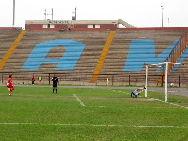LO MERECÍA. Bolognesi tuvo otro penal claro a favor y Gonzalo Sotomayor anota el 3-1 a favor del elenco tacneño. (Foto: José Salcedo / DeChalaca.com)