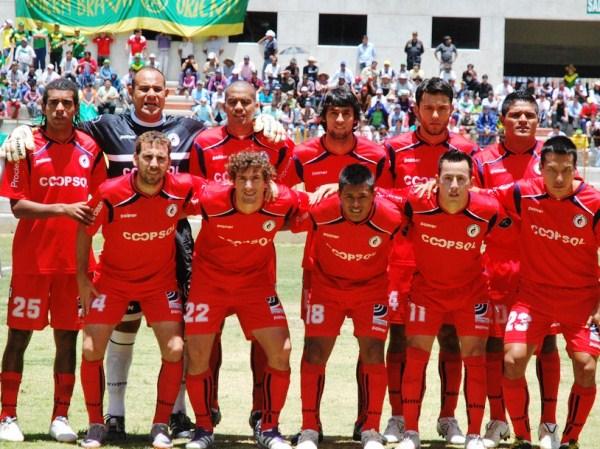 RECETA DEL DOCTOR. En la imagen aparece el equipo en el que confió el doctor Jorge Espejo para sacar un buen resultado en Huaraz. (Foto: Miguel Guimaray)