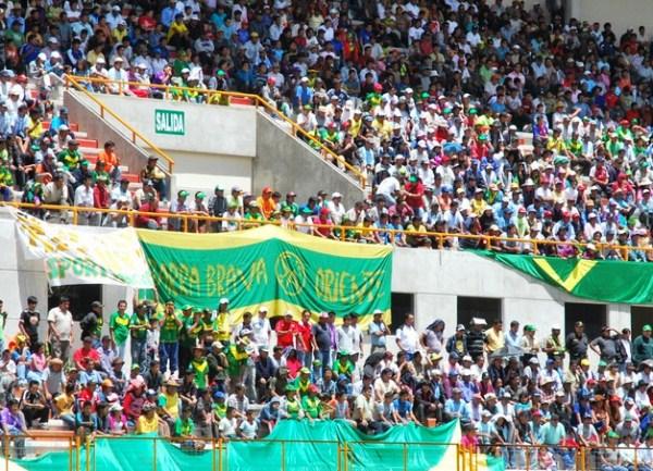 NO ABANDONA. El público ancashino acompañó a su equipo en una nueva jornada. La tribuna más colorida fue la de Oriente. (Foto: Miguel Guimaray)