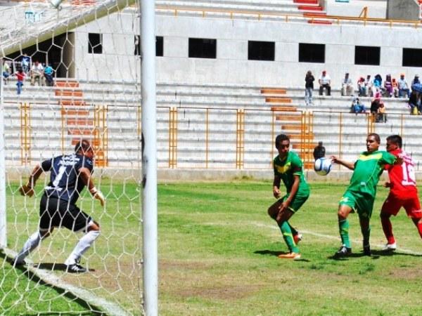 LA MÁS CLARA. Diego Silva y una oportunidad de gol inmejorable para empatar el marcador. Sin embargo, el delantero de Áncash fallaría frente a Jaime Muro. (Foto: Miguel Guimaray)