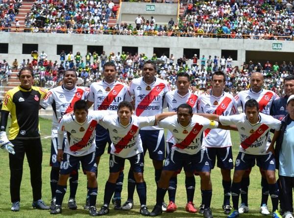 CON LO JUSTO. Rafael Castillo mandaba un once experimentado al campo. Luis Cordero era el principal encargado de gestar oportunidades de gol. (Foto: Miguel Guimaray)