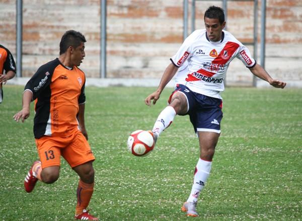 SE HACE NOTAR. Pese a no completar los noventa minutos, Santacruz se irguió como la figura del cotejo debido a su aporte goleador. (Foto: Diario de Chimbote )