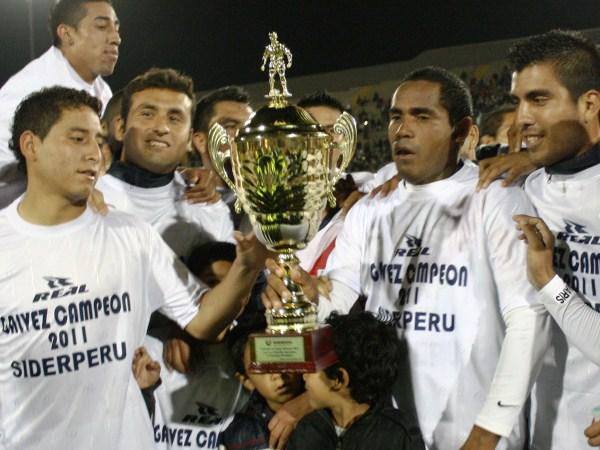 VUELTA EN U. Luis Mayme y César Medina vuelven a Primera con el mismo equipo que descendieron en 2010. Gálvez campeonó sin mayores problemas. (Foto: Diario de Chimbote)