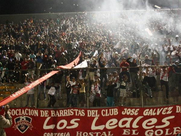 FIESTA POPULAR. Los Leales dijeron presente en el Manuel Rivera Sánchez y le dieron un gran marco a la fiesta norteña. (Foto: Diario de Chimbote)