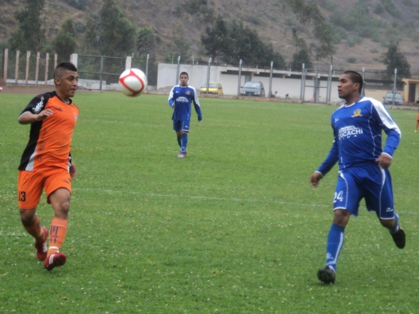 LO TOMA CON CALMA. Pese a intentar en reiteradas oportunidades, Porras nunca pudo con un concentrado Balarezo. (Foto: Aldo Ramírez / DeChalaca.com)