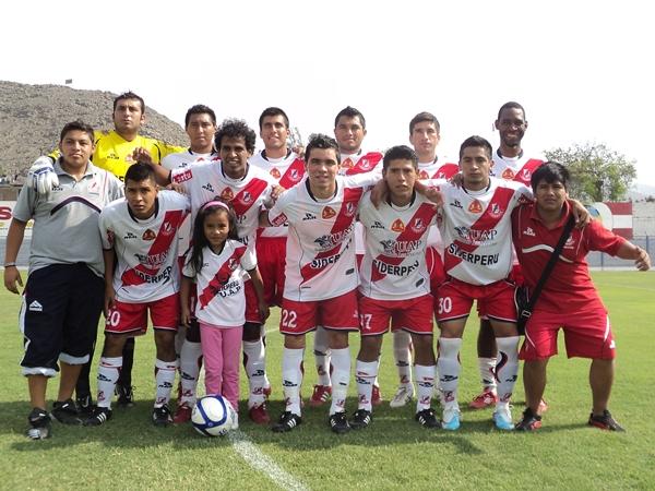 ONCE. Gálvez no contò con algunas fichas de peso en su once inicial. (Aldo Ramírez / DeChalaca.com)