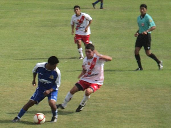 SE LA JUEGAN. Los jugadores no escatimaron esfuerzos, a pesar que la Liguilla de Ascenso está prácticamente sentenciada. (Aldo Ramírez / DeChalaca.com)