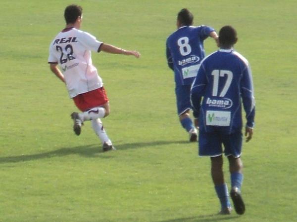 EN TIERRA DE CIEGOS. Yorkman Tello fue el jugador con mejor nivel en un equipo flojo como Unicachi. (Aldo Ramírez / DeChalaca.com)
