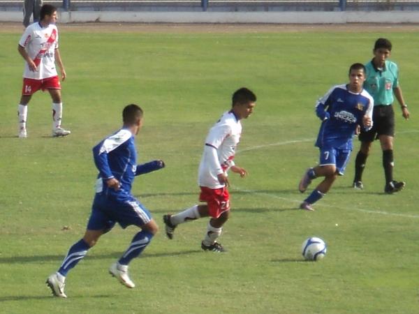 NO CESA. Gálvez seguía yendo al frente y empezaba a meter en su arco a Unicachi. (Aldo Ramírez / DeChalaca.com)