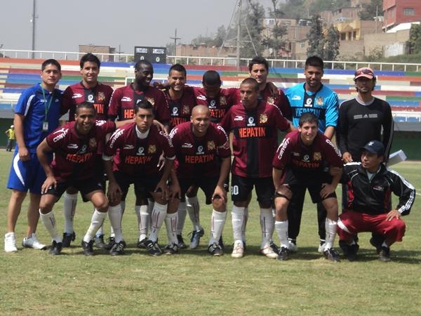 TODAS SON SONRISAS. Los jugadores sanmarquinos no se quedaron atrás y mostraron su mejor sonrisa para la foto. (Foto: Wagner Quiroz / DeChalaca.com)