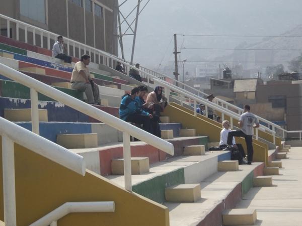VACÍAS. Así lucieron las tribunas del estadio de Chosica. (Foto: Wagner Quiroz / DeChalaca.com)