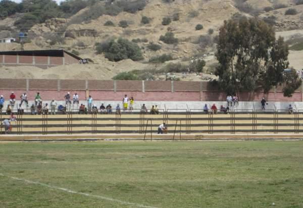 SIN PÚBLICO. Así lucieron las tribunas del Campeonísimo en el inicio del partido. (Foto: Diario La Hora de Piura)