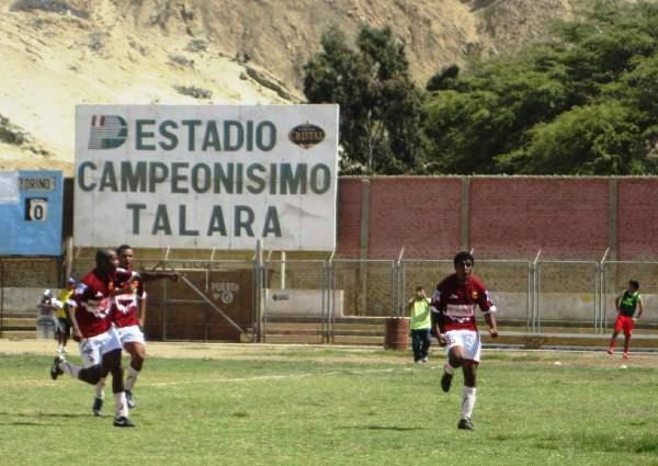 VALE LA PENA SOÑAR. Momento preciso en el cual Juan Ramírez celebra su conquista. Fue el 1-0 a favor de Torino. (Foto: Diario La Hora de Piura)