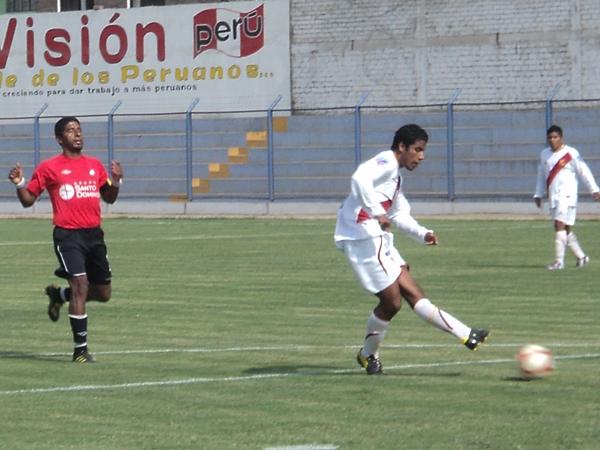INCRÍBLE. Torino desperdició una gran cantidad de situaciones de gol. En la imagen se observa cómo Ramírez saca un remate en el corazón del área americanista. (Foto: Aldo Ramírez / DeChalaca.com)