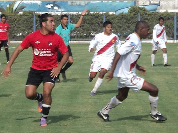 CON BUEN RITMO. Kanashiro se mostró muy incisivo y complicó en gran medida a Charles Quinto. (Foto: Aldo Ramírez / DeChalaca.com)