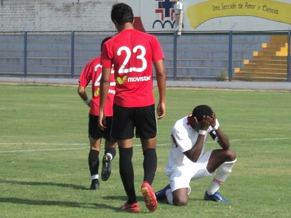 NO TODO FUE ALEGRÍA. Pese a hacerse presente en el marcador, Smith desperdició más de una ocasión de gol. (Foto: Aldo Ramírez / DeChalaca.com)