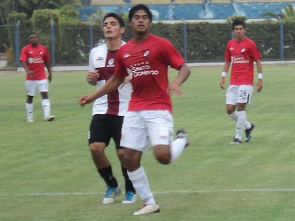 NO LE REGALARON NADA. La buena labor de Centeno provocó que Aguirre casi no tocara la pelota. (Foto: Aldo Ramírez / DeChalaca.com)