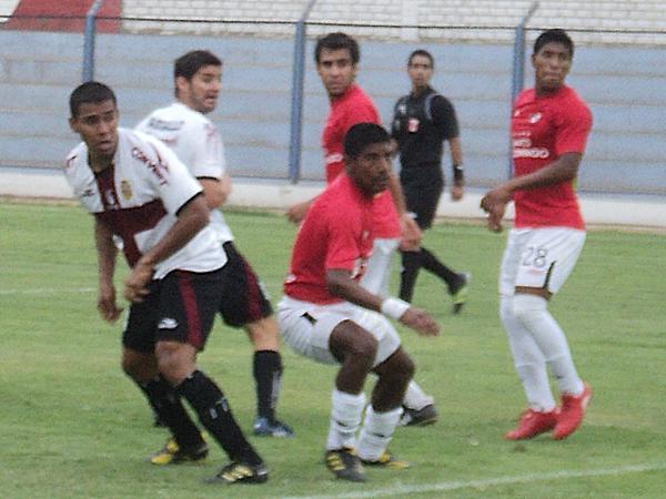 ¿Y TÚ? Salvo por su gol en el minuto 37, Vasallo se hizo extrañar en el ataque universitario. (Foto: Aldo Ramírez / DeChalaca.com)