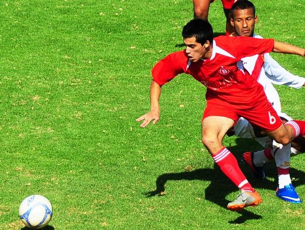APAGADO. Iván Santillán fue un buen aporte por la franja izquierda, pero no mostró el atrevimiento de otras fechas. (Foto: Radio Uno de Tacna)