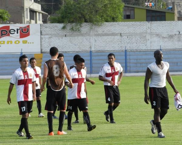 SALVADOS. San Marcos logró mantenerse en Segunda División gracias al empate conseguido ante 'Bolo'. (Abelardo Delgado / DeChalaca.com)