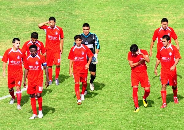 POR LA SALVACIÓN. Los muchachos de 'Bolo' salieron al gramado del estadio Jorge Basadre con la intención de mantenerse en Segunda. (Foto: Radio Uno de Tacna)