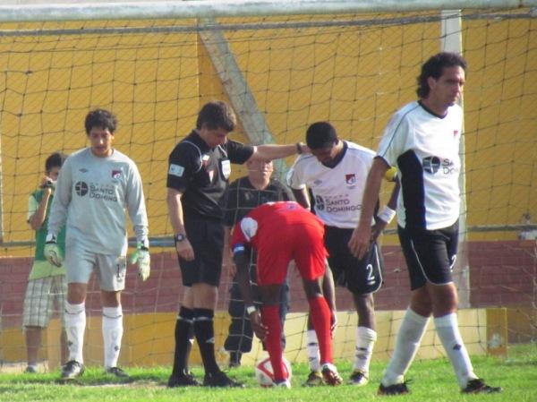 TENSA ESPERA. Sobre los 115 minutos, Smith tenía la oportunidad de desnivelar el marcador a favor de 'Bolo' luego de un penal sancionado por Buckley. (Foto: José Salcedo / DeChalaca.com)