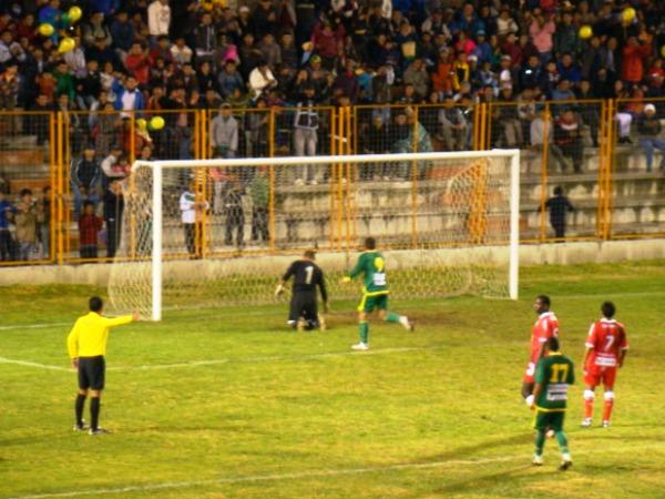 A Sport Áncash no le resulta extraño disputar sus encuentros en horario nocturno ya que lo ha hecho desde la inauguración del alumbrado en el Rosas Pampa (Foto: Panorama Huaraz)