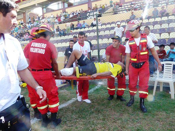 KAZUKI ITO. Al árbitro se le escapó de las manos el partido por momentos. (Foto: Radio Uno de Tacna)