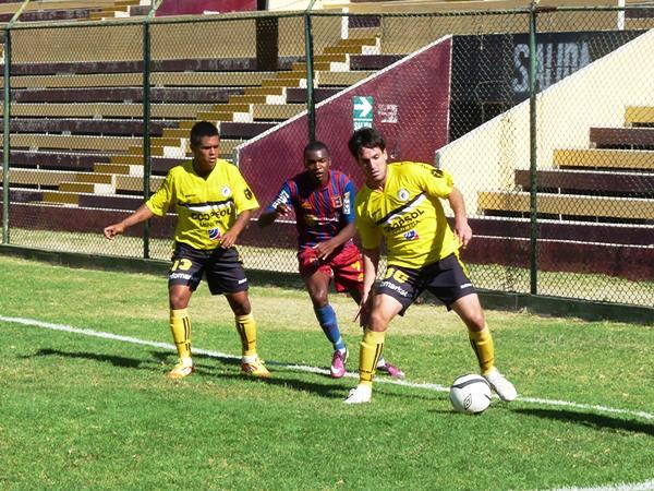 LA CLAVE. En la segunda mitad, Alianza Universidad perdió el control del partido, pero Coopsol no pudo aprovechar el desconcierto rival. (Foto: Radio Uno de Tacna)
