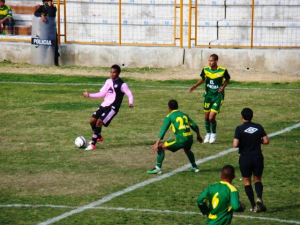 KAZUKI ITO. La terna encabezada por Luis Garay no influyó en el marcador. (Foto: Panorama Huaraz)