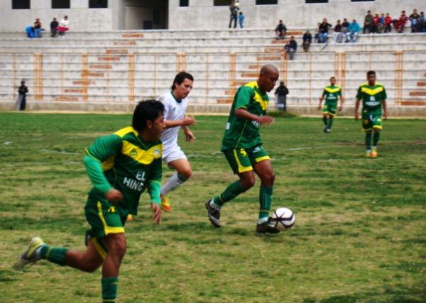 LA CLAVE. Los Caimanes no supieron aprovechar un penal a favor que les pudo dar el empate. (Foto: Panorama Huaraz)
