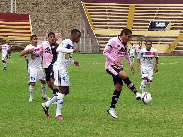EL DUELO: José Adalberto Cuero tuvo mucho por hacer ante Pacífico por el volumen ofensivo de la visita (Foto: prensa Pacífico FC)