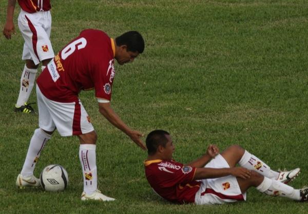 LA CLAVE. La expulsión de Iván Nole desacomodó a Torino, que recibió cuatro goles en menos de 20 minutos. (Foto: Eddy Nole)