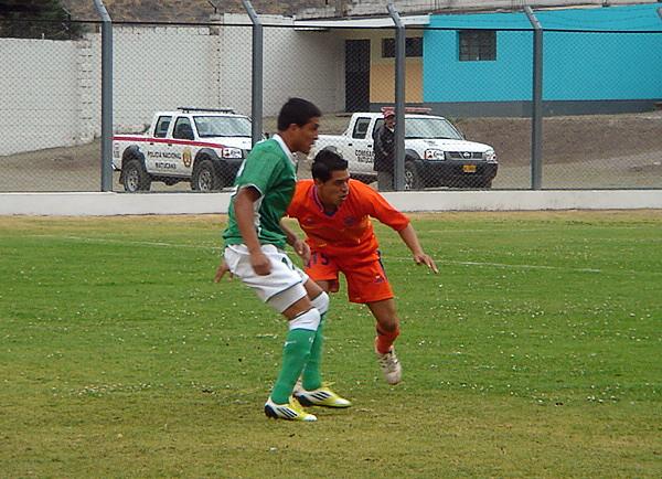 Mucha atención debió poner la defensa de Minero en el partido para evitar recibir más de los dos goles que le anotó Los Caimanes (Foto: Luis Chacón / DeChalaca.com)