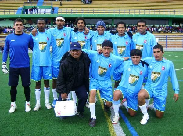 Nuevos rostros en el Alianza Universidad versión 2012. Destaca la presencia del colombiano José Adalberto Cuero, segundo de los parados de izquierda a derecha (Foto: Kózac Meza)